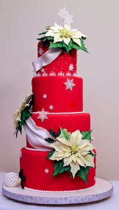 Christmas wedding cake by Prem Midha; Beautiful Christmas Cake for Wedding or Bridal Shower! Crazy Cakes, Fancy Cakes, Cute Cakes, Christmas Goodies, Christmas Treats, Christmas Baking, Christmas Wedding Cakes, Holiday Cakes, Gorgeous Cakes