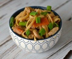 Yummy Instant Pot chicken lo mein is an easy kid friendly recipe. A great electric pressure cooker recipe that even beginners can make.