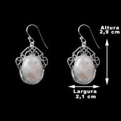 Brinco de Prata com Pedra da Lua.  Prata 925.  Peça em prata clara com detalhes vazados.  Possui uma pedra natural de pedra da lua.