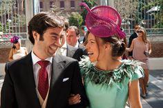 Muy elegante una de nuestras clientas con su tocado diseñado para la ocasión! #tocados #boda #invitada www.laboutiquedeluca.com