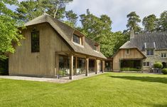 houten garage voor oldtimers in eik | Bogarden Barn House Conversion, Carport Garage, New Canaan, Narrow House, Garages, Bungalow, Living Spaces, Shed, Home And Garden