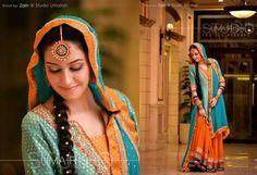 Gorgeous Unique Mehndi Look for Pakistani Bride Pakistani Couture, Pakistani Outfits, Indian Outfits, Pakistani Mehndi, Indian Bollywood, Bollywood Fashion, Bridal Mehndi Dresses, Bridal Lehenga, Dulhan Dress