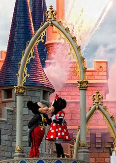 Mickie and Minnie Romantic