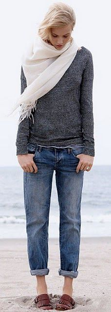 I wish that boyfriend jeans looked this cute on me! I love this outfit... but maybe I just love that it's photographed on the beach.
