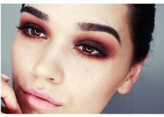 I would totally use this as a base for a vampire makeup. Classic warm smokey eyes tutorial