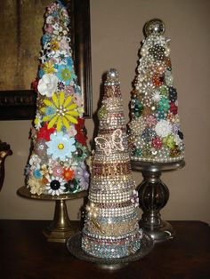 Vintage Jewelry Art My jewelry trees. What a good idea for that family heirloom jewel's that you want to keep, but don't know what to do with. Christmas Jewelry, Christmas Art, Vintage Christmas, Christmas Decorations, Christmas Ornaments, Outdoor Christmas, Costume Jewelry Crafts, Vintage Jewelry Crafts, Upcycled Crafts