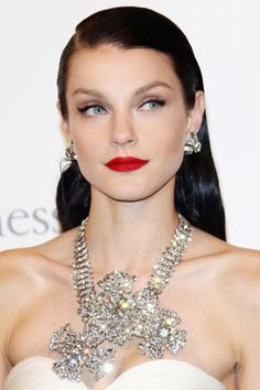 This look on Jessica Stam is simply stunning!