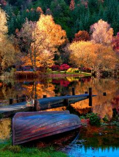 Vibrant autumn lake scene plus other gorgeous nature shots Fall Pictures, Pretty Pictures, Autumn Photos, Fall Pics, Beautiful World, Beautiful Places, Beautiful Scenery, Beautiful Photos Of Nature, Stunning View