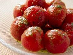 北村 光世さんのミニトマトを使った「ミニトマトのサラダ」のレシピページです。皮をむくことで、味がしみ込み、いっそうおいしくなります。 材料: ミニトマト、ドレッシング