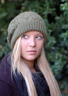slouchy hat Wooly Hats, Knitted Hats, Slouchy Hat, Knit Fashion, Knitting Projects, Knitting Patterns, Crochet Patterns, Textile Art, Winter Hats