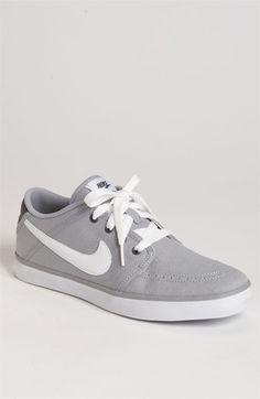 888 Sneaker
