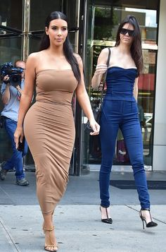 Kim Kardashian and Kendall Jenner go strapless for summer in the city. www.handbag.com Celebrity Summer Style, Dark Princess, Jane's Addiction, Celebs, Celebrities, Kendall Jenner, Kim Kardashian, Strapless Dress, Curvy