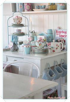 . cozi kitchen, kitchens, greengate kitchen, cozy kitchen, basket, shabbi kitchen, aqua kitchen, southern chick, cottag decor