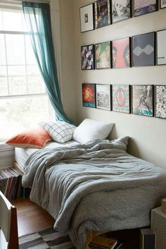 T-Shirt Heathered Jersey Comforter Snooze Set - Urban Outfitters Albums on the Wall! Guy Dorm Rooms, Cool Dorm Rooms, Indie Dorm Room, Mens Room Decor, Bedroom Decor, Home Decor, Guy Bedroom, Single Bedroom, Deco Originale
