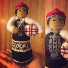 Mapuche #MadeinChile Felt Fairy, Diy Projects To Try, Felt Crafts, Costume Design, Needle Felting, Different Styles, Arts And Crafts, Christmas Ornaments, Sewing