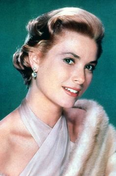 """Grace Kelly epitomises the """"Ice Queen"""" look. Old Actress, American Actress, Classic Actresses, Actors & Actresses, Divas, Princesa Grace Kelly, Patricia Kelly, Grace Kelly Style, Princess Caroline"""