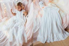 Robe de Baptême Traditionnelle longue pour Bébé. Cette robe de baptême est entièrement doublée de coton, elle existe en version longue pour les bébés de 3 mois à 18 mois, ainsi qu'en version plus courte pour les enfants qui marchent déjà. Confortable et raffinée, la robe Charlotte est une robe en voile de soie et coton.