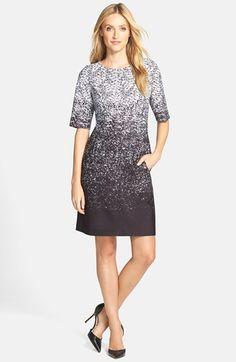 Tahari Ombré Print Scuba Sheath Dress (Regular & Petite) available at #Nordstrom Vestido estampado desvanecido, cremallera expuesta, cuello redondo, mangas hasta el codo. Totalmente forrado .
