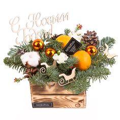 """Ящик «С Новым годом!» 1 490 руб.  мандарины 2 гвоздика кустовая 1 хлопок 1 деревянный декор 3 шишки 4 новогодние шары 3 деревянный топпер """"С Новым Годом"""" ель нобилис 1 пиафлор 1 деревянный яшик 1"""