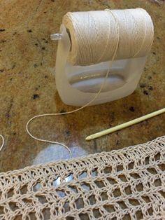 Ideas para el hogar: Porta bobina de hilo realizado con envase plástico paso a paso