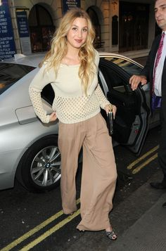 Whitney Port Photos - Whitney Port and Elle Macpherson are pictured as they arrive at the Ivy in London, England on June - Whitney Port And Elle Macpherson At The Ivy Whitney Eve, Whitney Port, London Look, Elle Macpherson, Next Top Model, Classy And Fabulous, Style Guides, Style Icons, Celebrity Style