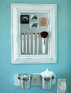 Makeup holder. Very easy to do.