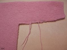 Explicación jersey rosa sencillo para bebé – El castillo de lana Knitting For Kids, Baby Knitting, Crochet Baby, Point Mousse, Mini Boden, Baby Sweaters, Knitting Patterns, Wool, Sewing