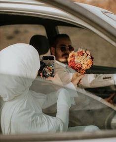Pre Wedding Poses, Wedding Picture Poses, Pre Wedding Photoshoot, Wedding Photography Contract, Muslim Couple Photography, Hijabi Wedding, Muslim Wedding Dresses, Cute Muslim Couples, Cute Couples