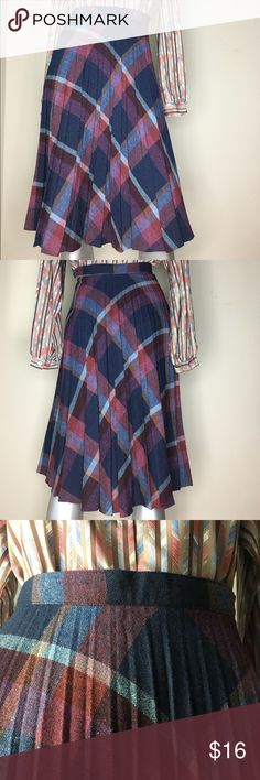 High Waisted Pleated Skirt High Waisted Pleated Skirt with plaid pattern. A-line. Skirts A-Line or Full