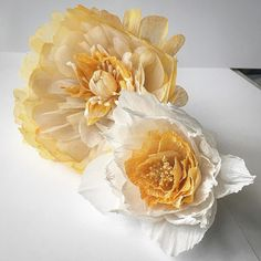 Floral experiments in peach, orange, yellow and white. Paper flower decoration. Paper flower crown ♥ And my atelier is a 1000% mess, but I feel happy ♥ Love paper!