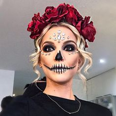 Been getting so many requests regarding my hair & makeup for the p. maquillaje Been getting so many requests regarding my hair & makeup for the p. Sugar Skull Make Up, Halloween Makeup Sugar Skull, Creepy Halloween Makeup, Sugar Skull Makeup Tutorial, Halloween Hair, Skull Candy Makeup, Sugar Skull Halloween Costume, Scarecrow Makeup, Creepy Makeup