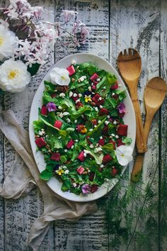 An Edible Flower Workshop: Peach & Rosemary Blossom Lemonade, Roasted Brussel Sprouts with Toasted Hazelnuts & Lavender, & A Rhubarb Endive Salad - Adventures in Cooking Chefs, Salad Recipes, Healthy Recipes, Spring Salad, Flower Food, Incredible Recipes, Edible Flowers, Spring Recipes, Gourmet