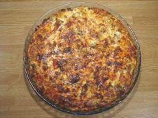 Tämä kestosuosikki on syntynyt ihan vaan yhdistelemällä omaan makuun sopivia osasia. Hyvä pizzan korvike. Lisukkeeksi on tapana tehdä salaattia, jossa on kurkkua, tomaattia, paprikaa, jääsalaattia, valkosipulikrutonkeja ja ranskalaista salaattikastiketta. Pohja: 125 g voita tai margariinia 3 dl vehnäjauhoja ½ dl vettä Täyte: 1 paprika 1 pieni sipuli 300 g jauhelihaa 1 valkosipulinkynsi 2 tl sinappia […] Mashed Potatoes, Macaroni And Cheese, Pizza, Baking, Ethnic Recipes, Food, Whipped Potatoes, Mac And Cheese, Smash Potatoes