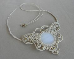 ☮ ॐ Ⓥ Unique Bridal Macramé Necklace with WHITE ONYX Healing Gemstone. ✦✦✦ Spiritual Jewelry designed and carefully handmade by QuetzArt with ancient macramé technique. ✦✦✦ For all free spirited women who want to enjoy their unique style and feel the magic power of the healing crystals! .:CHARACTERISTICS:. ▸brazilian WHITE ONYX gemstone ▸brazilian waxed thread Linhasita (famous for its durability, waterproof and lasts for years without changing the shape, loosing or the color fading awa...