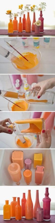 Transformando simples garrafas que iriam para o lixo em lindos vasos de flores...