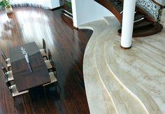 Kamienna podłoga z marmuru Breccia Sarda sprowadzonego z Sardynii połączona delikatnie wyłuczonymi schodami z pięknym egzotycznym drewnem tworzą mistrzowską kompozycję.  :-) Polecam, Artur