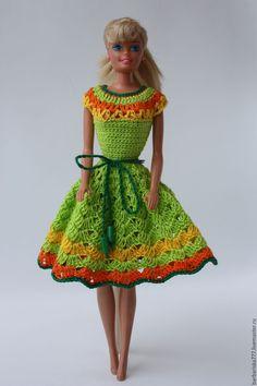 Купить или заказать платье в интернет-магазине на Ярмарке Мастеров. платье на куклу размера Барби. Предназначено для игры. Застежка на кнопках. Связано крючком из х/б пряжи. Пояс- шнурок с деревянными буси…