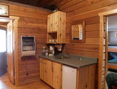 Bunkhouse kitchen Mini Kitchen, Bunkhouse, Cottage Ideas, Tiny Homes, Cabins, House Ideas, Kitchen Cabinets, Farmhouse, Cool Stuff