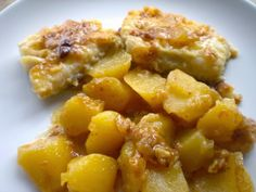 bacallà al forn en patates Cod Fish, Seafood Dishes, Potato Salad, Macaroni And Cheese, Pork, Cooking, Ethnic Recipes, Spanish, Foods