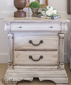 How to paint furniture for a Fixer Upper style farmhouse french country or shabby chic look. How to paint furniture for a Fixer Upper style farmhouse french country or shabby chic look. Shabby Chic Mode, Shabby Chic Bedrooms, Shabby Chic Kitchen, Country Bedrooms, White Bedrooms, Kitchen Rustic, Kitchen Linens, Small Bedrooms, Trendy Bedroom