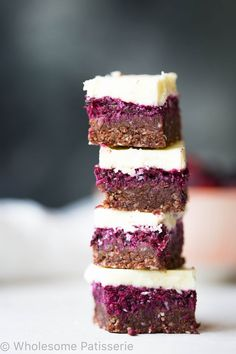 Chocolate Berry Slice - Wholesome Patisserie - Everywhere you see raw, no bake and vegan slices and they all look stunning, perfect and most import - Desserts Crus, Brownie Desserts, Raw Desserts, Healthy Desserts, Raw Food Recipes, Dessert Recipes, Healthy Recipes, Baker Recipes, Vegetarian Recipes