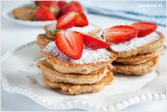 Placki owsiane idealne na zdrowe i pożywne śniadanie. Przepis bardzo prosty, wystarczy zmiksować wszystkie składniki i usmażyć. Placuszki owsiane możesz podawać ze świeżymi owocami, miodem, dżemem. Pancakes, Cheesecake, Good Food, Breakfast, Sweets, Kitchen, Morning Coffee, Cooking, Gummi Candy