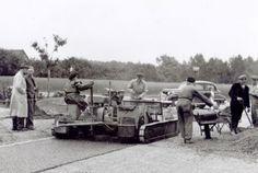 Veldhoven – Als u denkt dat deze heren vernieuwend bezig zijn, dan heeft u het mis. Het plaatje is geschoten in 1956 en toont...lees meer door op de foto te klikken!