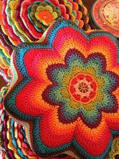 Stars and rainbows. Crochet Mandala Pattern, Form Crochet, Crochet Home, Knit Or Crochet, Crochet Granny, Cute Crochet, Crochet Stitches, Crochet Patterns, Crochet Cushions