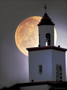 ♫♫ Campana sobre campana y sobre campana luna ♫ by Víctor de Lara, via Flickr