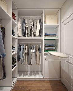 В гардеробной организовано место для глажки белья.