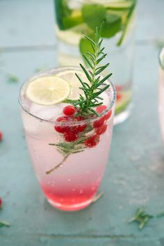 Best Photos 20 delicious non-alcoholic cocktails for your summer Tips Whether creamy breakfast Drink or fruity refreshment among – Smoothies just generally go. Cocktail Fruit, Cocktail Recipes, Lillet Berry, Strawberry Banana Milkshake, Non Alcoholic Cocktails, Vegetable Drinks, Alcohol Free, Summer Drinks, Clean Eating Snacks