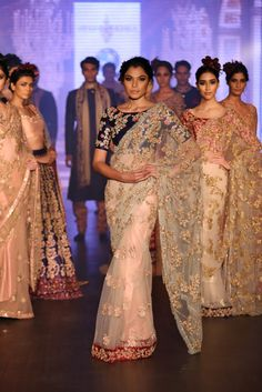 Shyamal and Bhumika Bridal Collection 2015 - Shyamal Bhumika Pictures Sabyasachi Sarees, Indian Sarees, Pakistani, Indian Dresses, Indian Outfits, Indian Clothes, Desi Clothes, Indiana, Whatsapp Text