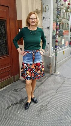 Ähnliche Titel wie Upcycling Jeans Skirt on Etsy - DIY-Jeans Jeans Refashion, Diy Clothes Refashion, Diy Jeans, Diy Clothing, Sewing Clothes, Recycle Jeans, Denim Crafts, Upcycled Crafts, Diy Kleidung