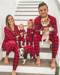 It Doesn't Get Cuter (or More Snuggly!) Than These Photos of Celebrity Families in Matching Holiday Pajamas Family Holiday Pajamas, Family Christmas Outfits, Xmas Pajamas, Family Outfits, Couple Pajamas, Sibling Christmas Pictures, Xmas Photos, Family Christmas Pictures, Family Photos